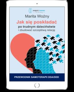 Biały tablet z wyświetloną okładką e-booka jak się poskładać po trudnym dzieciństwie i zbudować szczęśliwą relację